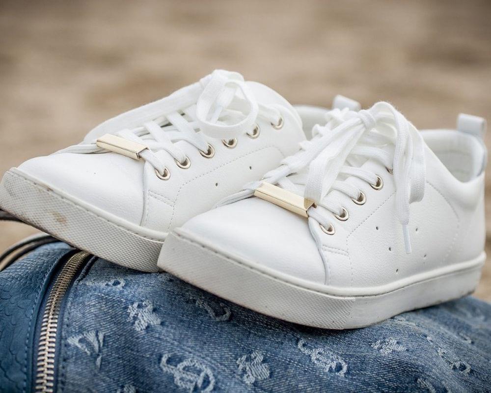 Как очистить белую подошву кроссовок своими руками