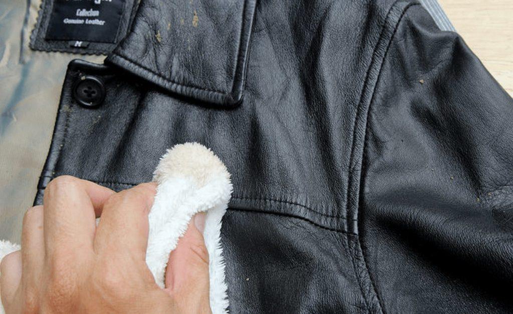 Как удалить неприятный запах с кожанной одежды
