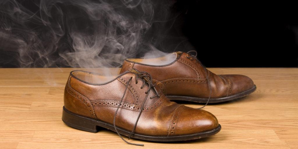Как быстро устранить неприятный запах из обуви