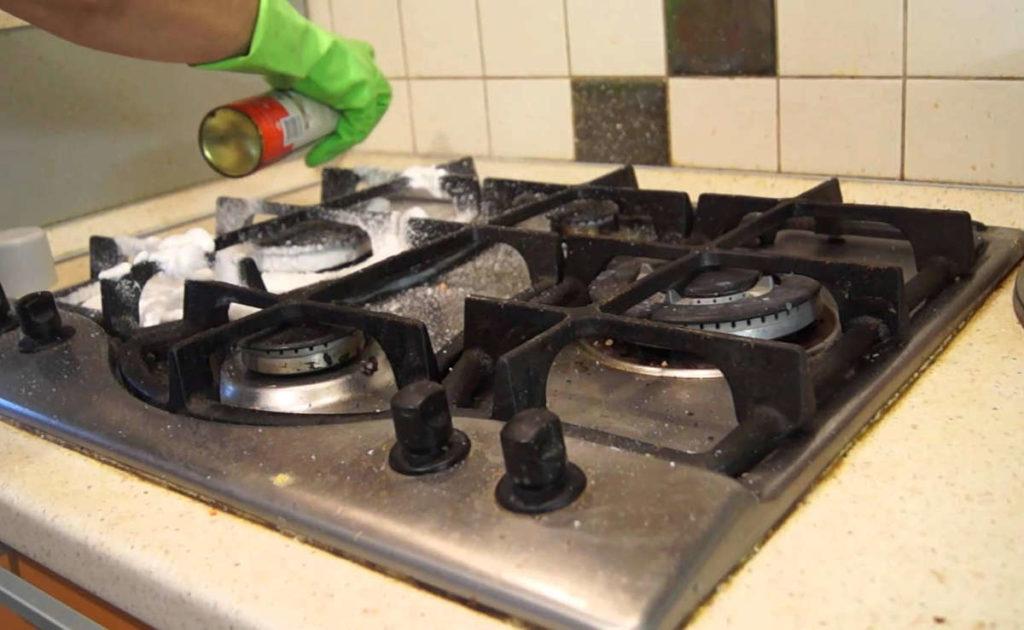 Как быстро очистить чугунную решетку газовой плиты