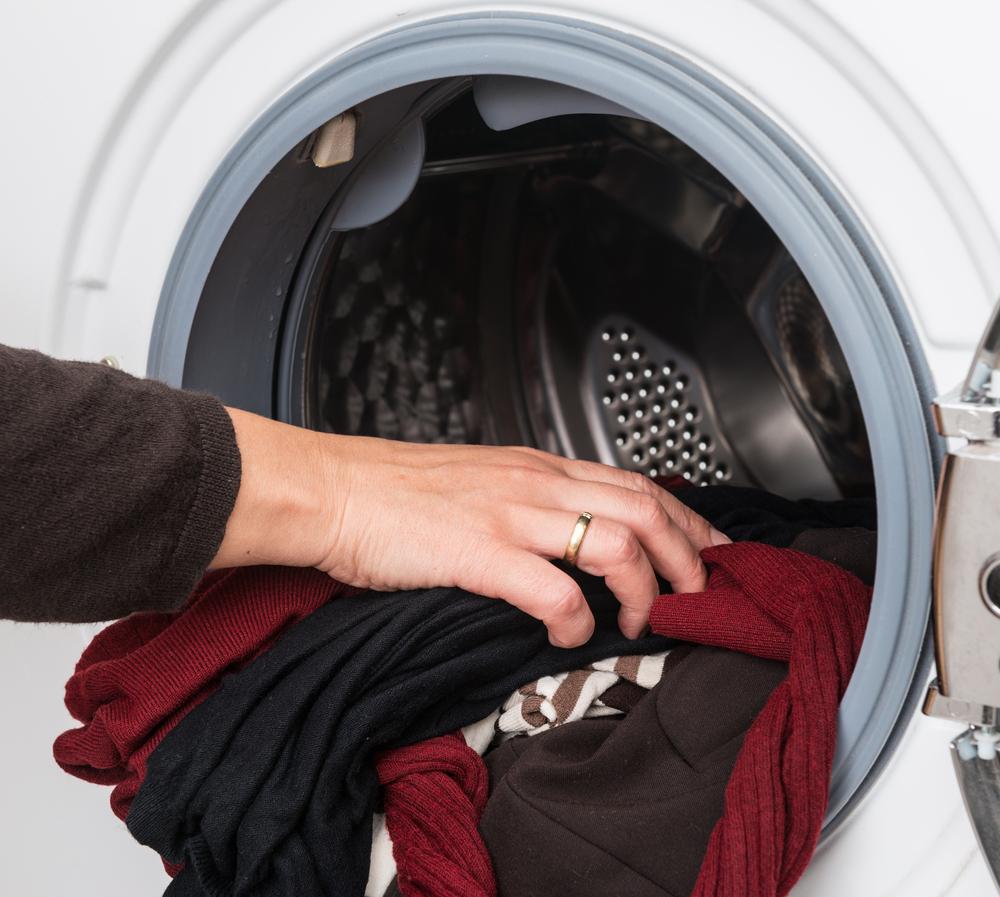 Как правильно стирать вещи из акрила чтобы не испортить их