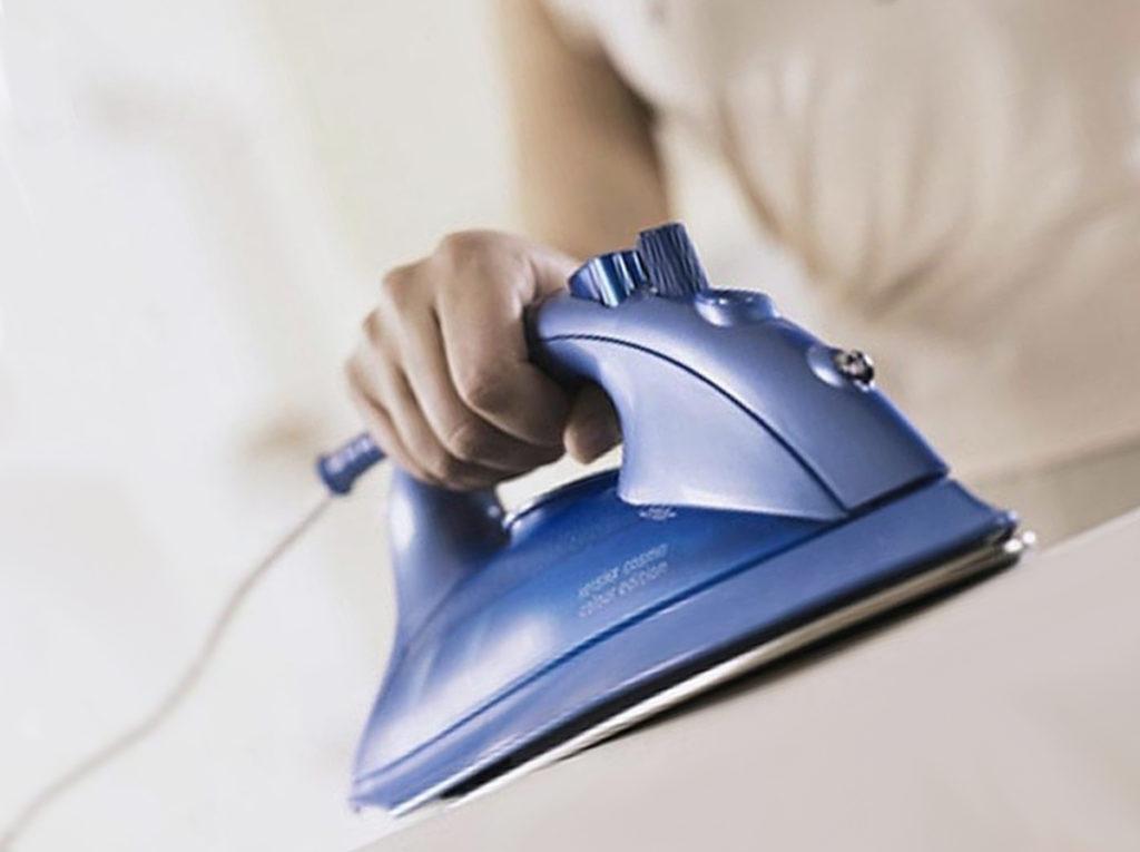 5  советов как быстро очистить керамическую подошву утюга