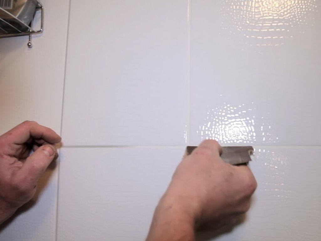 Как быстро почистить и отбелить швы между плиткой