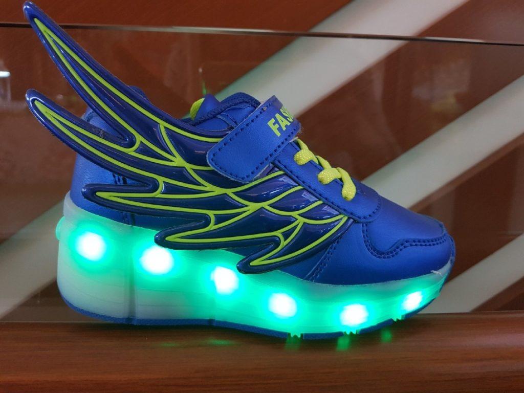 Как постирать кроссовки с подсветкой