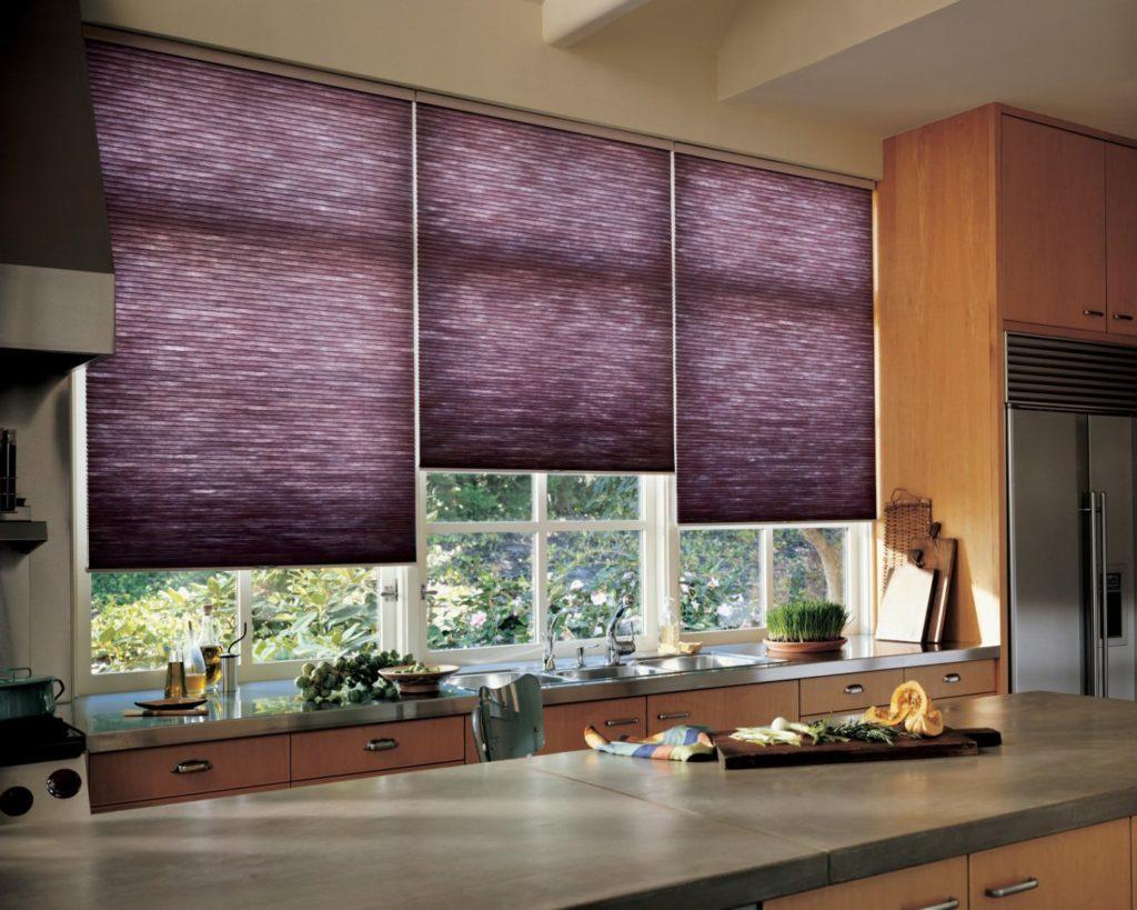 Как правильно очищать от пыли рулонные шторы