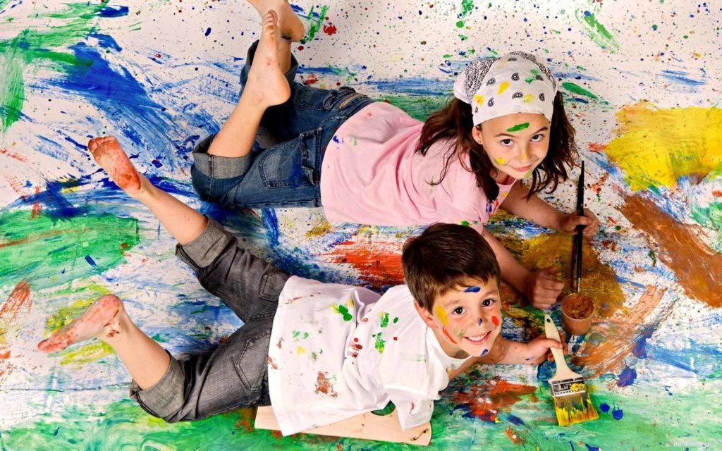 Чем можно безопасно убрать пятна краски с одежды