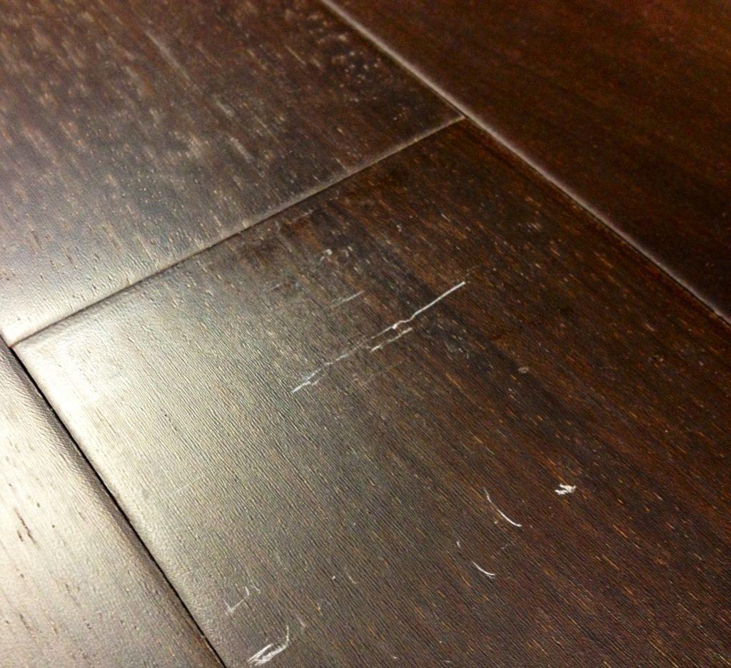 Как удалить царапины с лакированной мебели