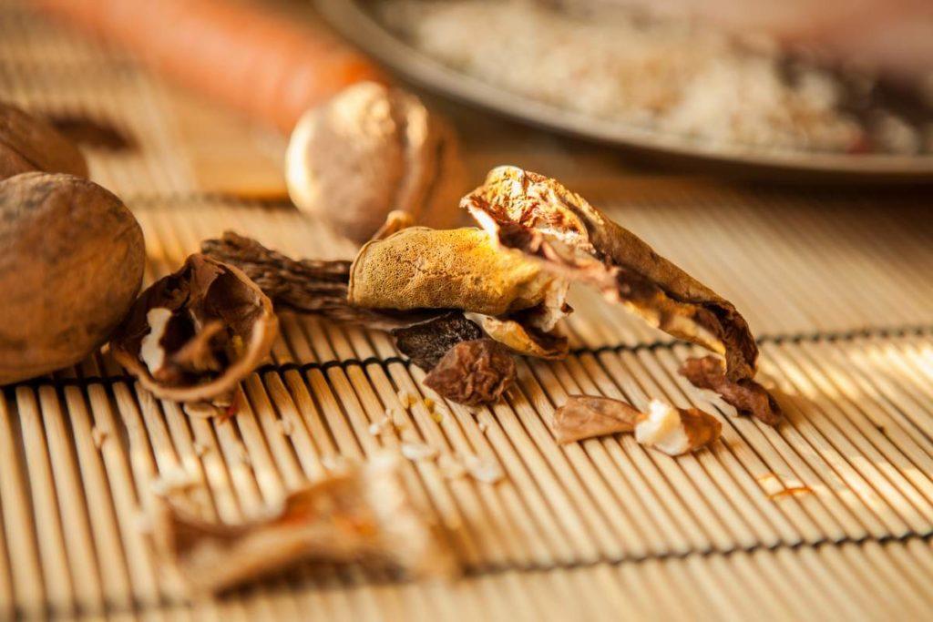 Как правильно хранить сушенные грибы