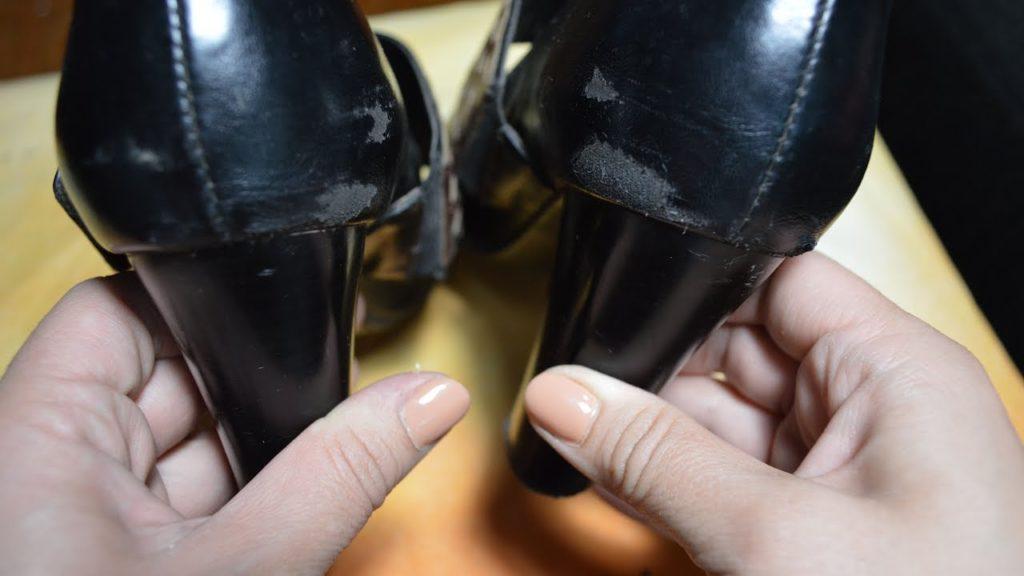 Как убрать царапины с лакированной обуви