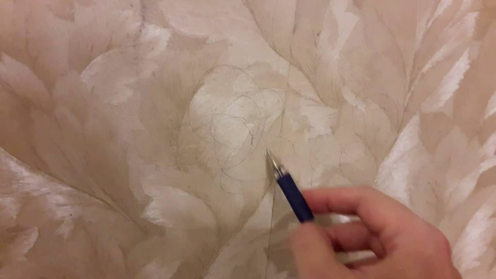 Как оттереть следы ручки с обоев