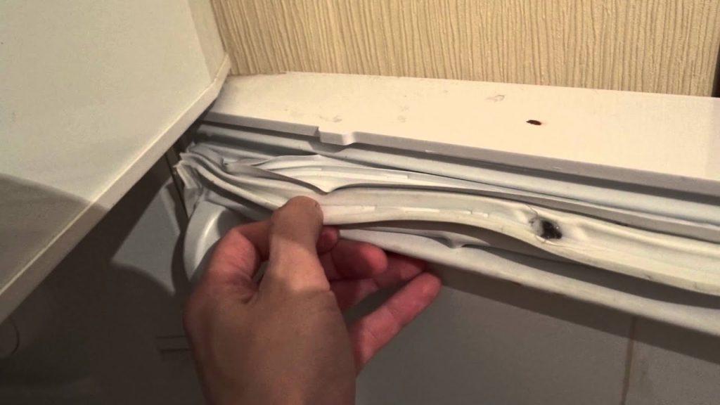 Как самостоятельно поменять уплотнитель на холодильнике