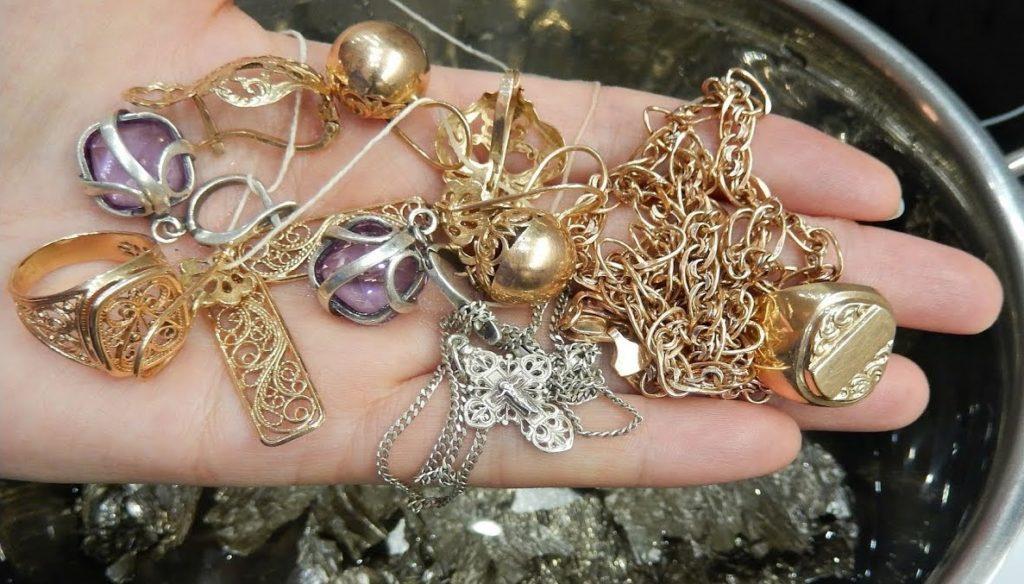 Как очистить ювелирные изделия из белого золота
