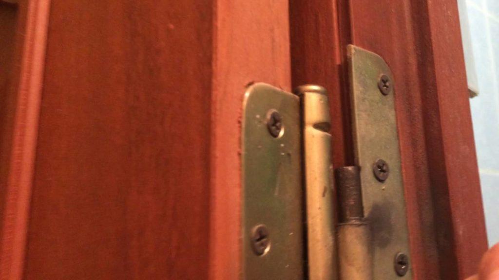 Что делать если двери начали скрипеть
