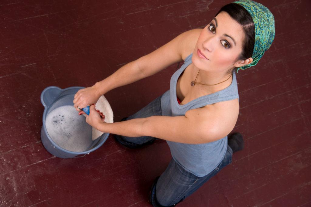 Как правильно мыть полы стиральным порошком