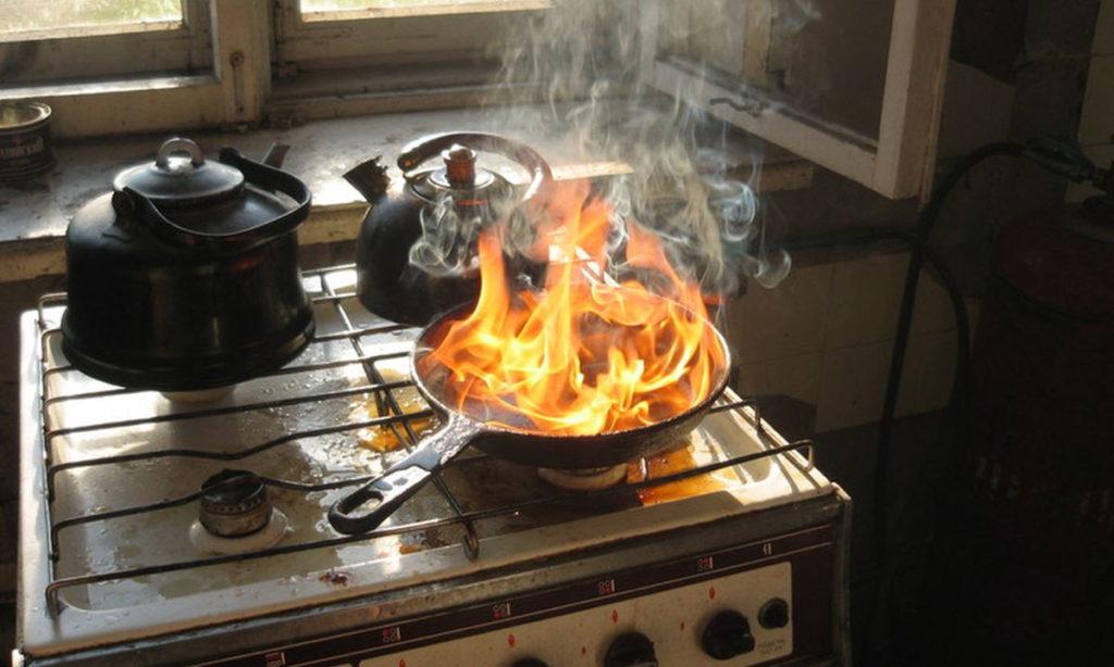 Как избавить квартиру от запаха гари