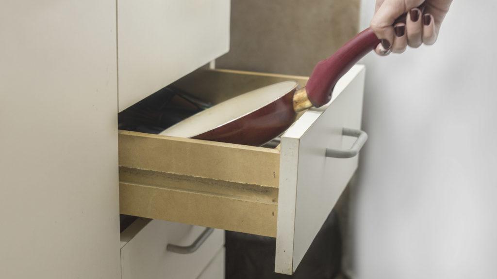 Как мыть сковороду чтобы не повредить антипригарное покрытие