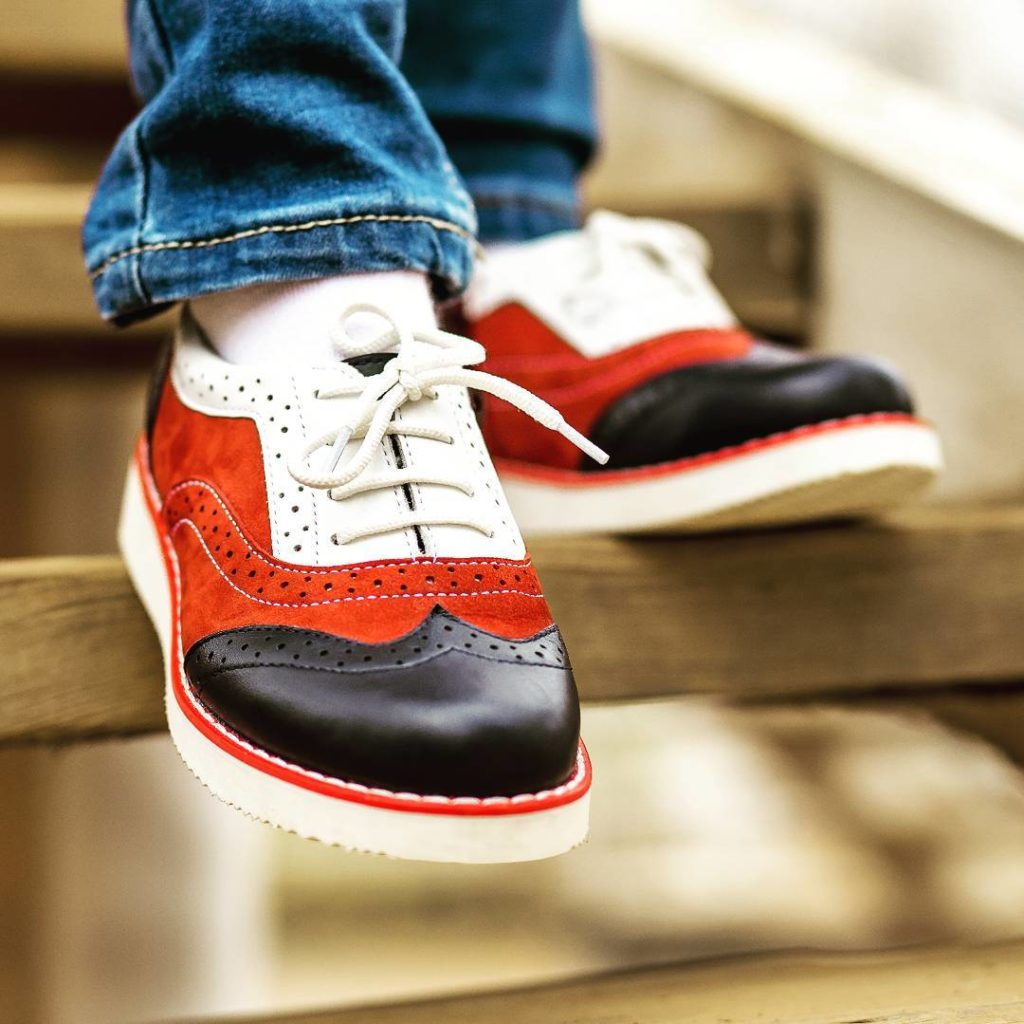 Как правильно ухаживать за кожанной обувью в осенний период