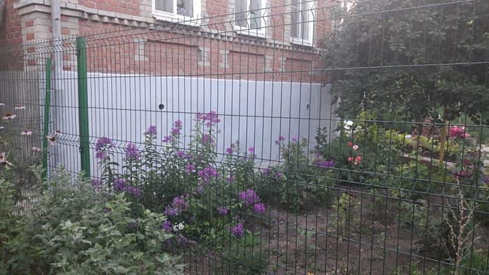 Забор из металла без коррозии